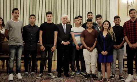 Παυλόπουλος: Σε αυτές τις δύσκολες μέρες η ελληνική κοινωνία πρέπει να διατηρήσει τη συνοχή της