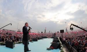 Κωνσταντινούπολη: Επικοινωνιακό «σόου» Ερντογάν λίγο πριν το δημοψήφισμα