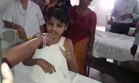 Σοκάρει η τραγική ιστορία πίσω από το κορίτσι - «Μόγλης» της Ινδίας (vid)