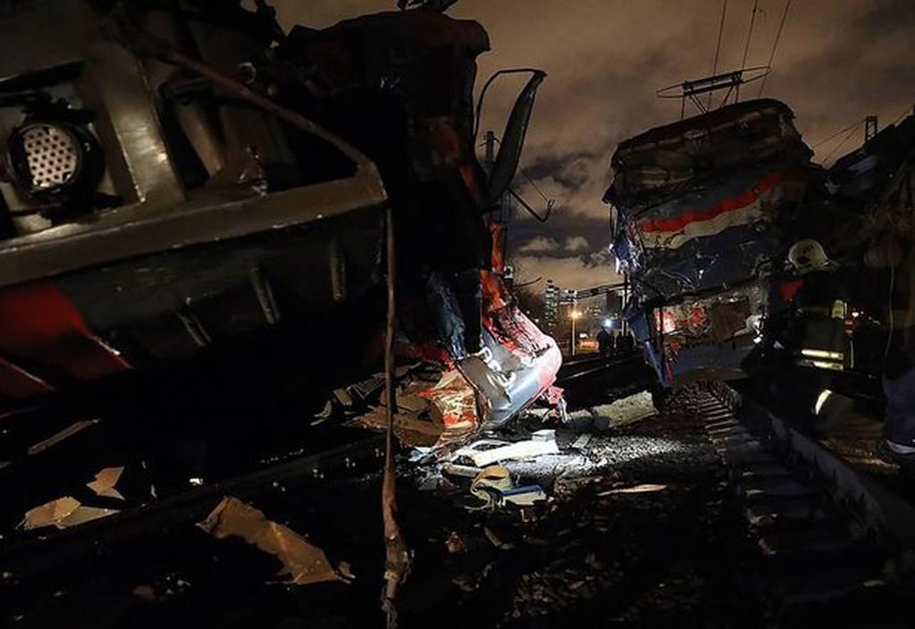 Πανικός στη Μόσχα από σύγκρουση τρένων - Δεκάδες τραυματίες (pics+vids)