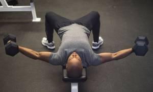 Με αυτές τις 5 ασκήσεις θα φτιάξεις στήθος σαν... πανοπλία!