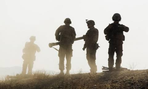 Αφγανιστάν: Εννέα αστυνομικοί νεκροί σε βομβιστική επίθεση – Νεκρός και Αμερικανός στρατιώτης