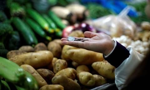 ΕΛΣΤΑΤ: Στο 1,7% ο πληθωρισμός - Οι τιμές «σκαρφαλώνουν» και οι μισθοί πέφτουν