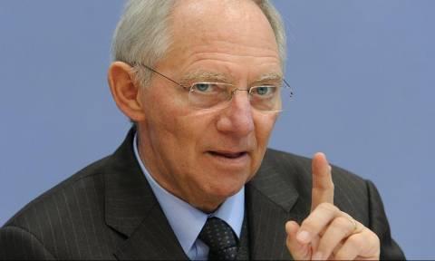Σόιμπλε «αδειάζει» Τσίπρα: Πρώτα εφαρμόστε τα μέτρα, μετά βλέπουμε για το χρέος
