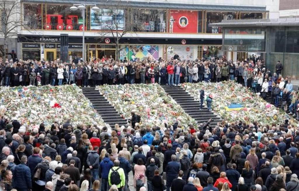 Η Σουηδία αποτίει φόρο τιμής στα θύματα της τρομοκρατικής επίθεσης