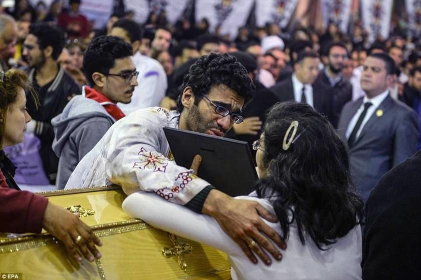 Σε κατάσταση εκτάκτου ανάγκης η Αίγυπτος - Στο στόχαστρο των τζιχαντιστών οι Χριστιανοί (pics&vids)