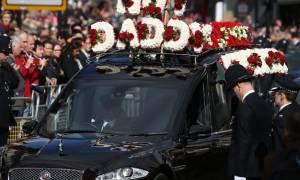Με τιμές ήρωα κηδεύτηκε ο φρουρός που δολοφονήθηκε από τον μακελάρη του Λονδίνου (video+pics)