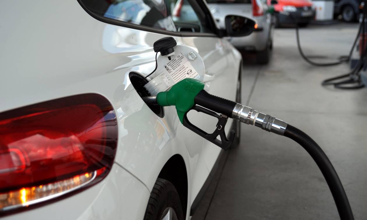 Στα πρατήρια ο λαός αναστενάζει: Πασχαλινή έξοδος με τη βενζίνη στα ύψη