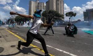 Κόλαση στη Βενεζουέλα: Ένα παιδί μεταξύ των νεκρών σε διαδηλώσεις εναντίον του προέδρου Μαδούρο
