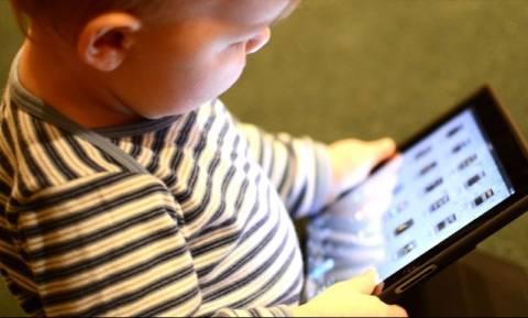 Έρευνα που σοκάρει: Κινητά και τάμπλετ «κλέβουν» τον ύπνο ακόμη και από μωρά έξι μηνών