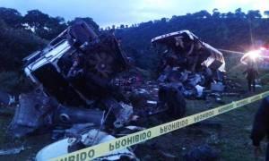 Μεξικό: Τουλάχιστον 24 νεκροί από μετωπική σύγκρουση λεωφορείου με βυτιοφόρο (pics)