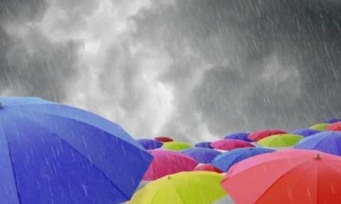 Καιρός Πάσχα: Η ΕΜΥ προειδοποιεί για βροχές – Πού θα εκδηλωθούν καταιγίδες σήμερα Μεγάλη Παρασκευή
