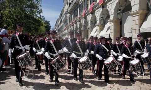 Πάσχα 2017 στην Κέρκυρα: Η δωδεκάωρη περιφορά των Επιταφίων