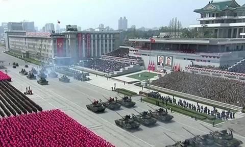 «Είμαστε έτοιμοι για πυρηνικό πόλεμο»: Ο Κιμ Γιονγκ Ουν απαντά με πυραύλους από υποβρύχια (Vid+Pics)