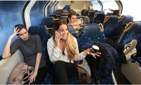 Αυτές είναι οι πιο ενοχλητικές συνήθειες μέσα στα Μέσα Μαζικής Μεταφοράς