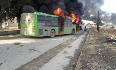 Συρία: Λουτρό αίματος από βομβαρδισμό σε κομβόι λεωφορείων - Δεκάδες νεκροί (pics+vid)