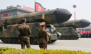 Παγκόσμια αγωνία για την απάντηση Τραμπ στην πρόκληση του Κιμ Γιονγκ Ουν να εκτοξεύσει πύραυλο