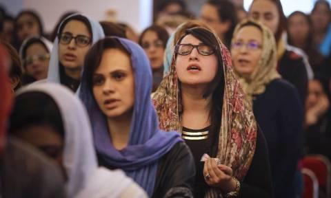 Σε βαρύ κλίμα πένθους η Ανάσταση στις χριστιανικές εκκλησίες της Αιγύπτου (Pics)
