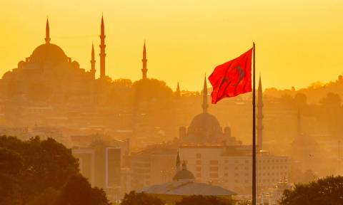 Δημοψήφισμα Τουρκία: Τι αλλάζει στην Τουρκία τη Δευτέρα αν υπερισχύσει το «Ναι» και ο Ερντογάν