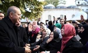 Δημοψήφισμα Τουρκία: Αυτοί είναι οι λόγοι που οι οπαδοί του Ερντογάν «πίνουν νερό στο όνομα του»