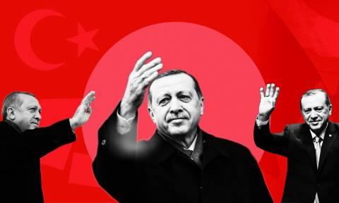 Δημοψήφισμα «θρίλερ»: Άνοιξαν οι κάλπες που θα κρίνουν το μέλλον της Τουρκίας (Pics+Vids)