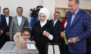 Δημοψήφισμα Τουρκία: Ο Ερντογάν «καλοπιάνει» τώρα τους Χριστιανούς και εύχεται «καλό Πάσχα»