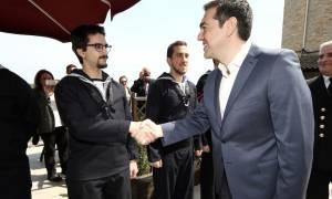 Πάσχα 2017: Τσίπρας - Όλοι μαζί μπορούμε να κρατήσουμε τη χώρα όρθια