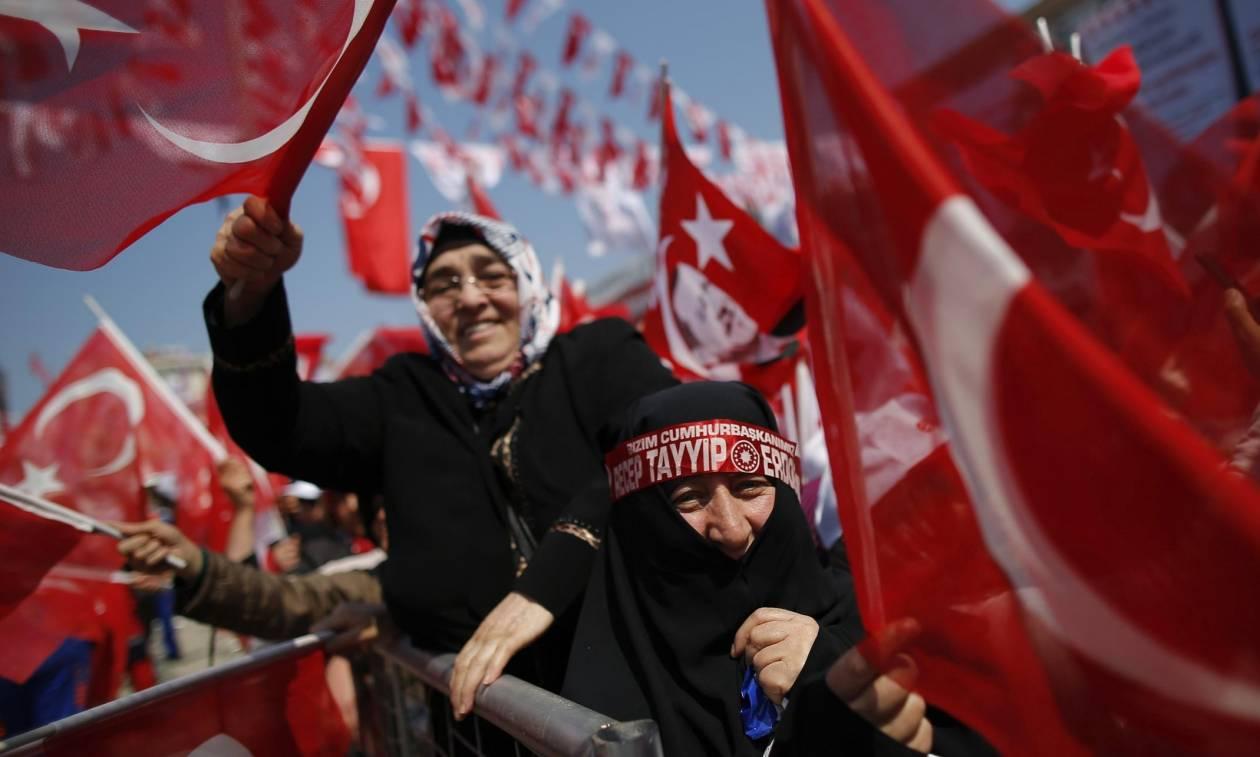 Δημοψήφισμα Τουρκία: Με την ψυχή στο στόμα ο Ερντογάν – Δεν δέχεται το «ναι» η αντιπολίτευση