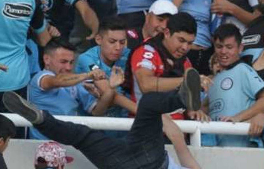 Σκηνές-σοκ στην Αργεντινή: Πέταξαν οπαδό από εξέδρα – Νοσηλεύεται σε κώμα (Προσοχή! Σκληρές εικόνες)