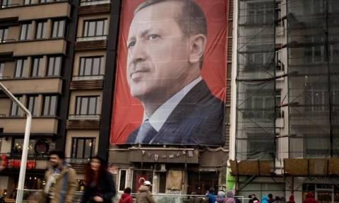 Αιχμές για το δημοψήφισμα στην Τουρκία: «Δεν ανταποκρίθηκε στα διεθνή κριτήρια»