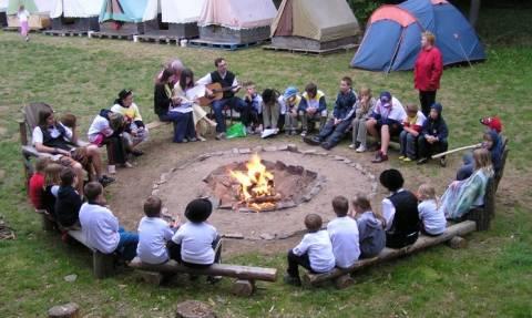 ΟΑΕΔ: Συνεχίζονται οι αιτήσεις για δωρεάν παιδικές κατασκηνώσεις
