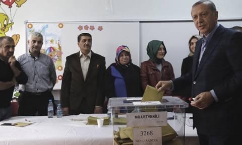 Δημοψήφισμα Τουρκία: Ανεξάρτητες έρευνες για τη νοθεία ζητά η Κομισιόν, ακύρωση η αντιπολίτευση