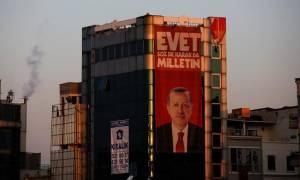 Σε τρίμηνη κατάσταση εκτάκτου ανάγκης παραμένει η Τουρκία