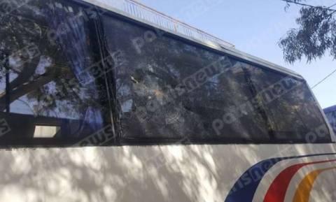Καλαμάτα: Επίθεση με πέτρες στο λεωφορείο που μετέφερε μέλη της Διοίκησης του Πανηλειακού (pics)