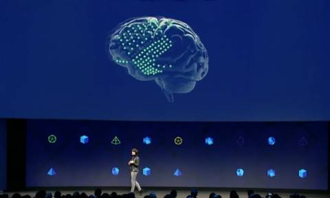 Ραγδαίες εξελίξεις: Tο Facebook αναπτύσσει τεχνολογία που διαβάζει τις σκέψεις των χρηστών (Vids)