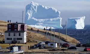 Γιγάντιο παγόβουνο κινείται προς τον Καναδά - Μεγαλύτερο και από αυτό που βύθισε τον Τιτανικό (Pics)