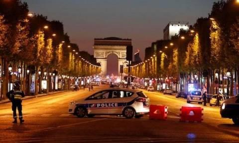 Επίθεση Παρίσι: Αναγνωρίστηκε ο δράστης - Εξακριβώνεται εάν είχε συνεργούς