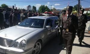 Πτώση ελικοπτέρου: Βουβός πόνος στην κηδεία του συνταγματάρχη Θωμά Αδάμου