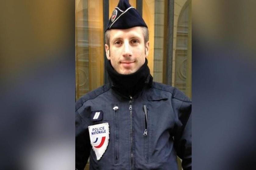 Επίθεση Γαλλία: Αυτός είναι ο αστυνομικός που έπεσε νεκρός από τα πυρά του τρομοκράτη (pic)