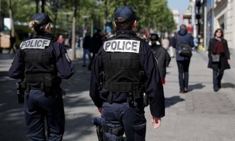 Ο αστυνομικός που σκοτώθηκε στο Παρίσι είχε βοηθήσει τους πρόσφυγες στην Ελλάδα (pic)