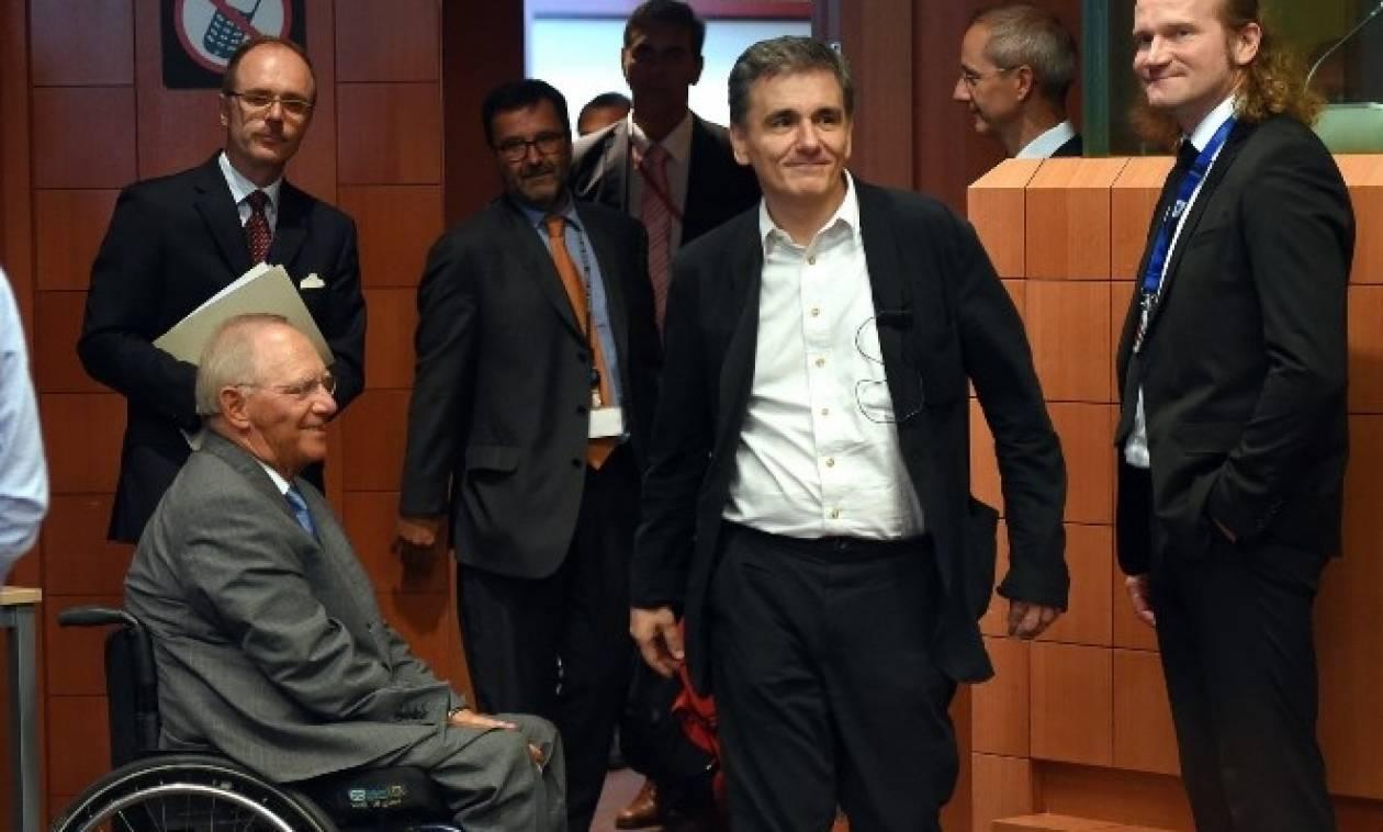 Σόιμπλε σε Τσακαλώτο: Πρόσθετα μέτρα αν δεν πιάσετε τους στόχους του 2018