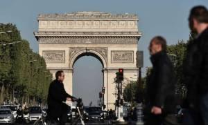 Σε συναγερμό η Γαλλία μία ημέρα πριν τις εκλογές: Συνεχίζονται οι έρευνες για την επίθεση στο Παρίσι