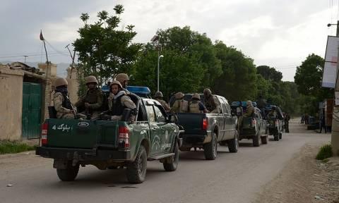 Αφγανιστάν: Τουλάχιστον 140 νεκροί στρατιώτες από επίθεση Ταλιμπάν