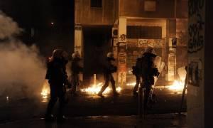 Επίθεση με μολότοφ και πέτρες σε διμοιρία των ΜΑΤ στα Εξάρχεια - Δύο συλλήψεις