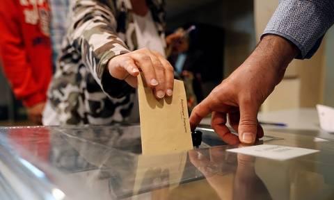 Εκλογές Γαλλία: Ξεκίνησαν να ψηφίζουν οι υποψήφιοι των εκλογών