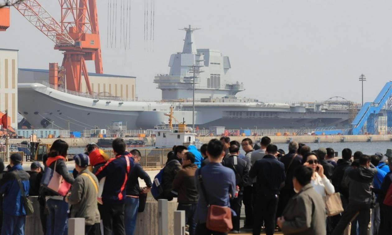 Κίνα: Ολοκληρώθηκε η καθέλκυση του δεύτερου αεροπλανοφόρου (video)