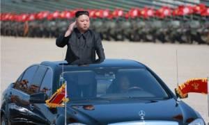 Φωτιά και ατσάλι: Ο Κιμ Γιονγκ Ουν «βρυχάται» στις ΗΠΑ με βολές από εκατοντάδες άρματα (vid+pics)