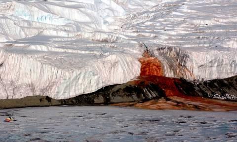 Λύθηκε το μυστήριο με το «ματωμένο ποτάμι» της Ανταρκτικής (video)