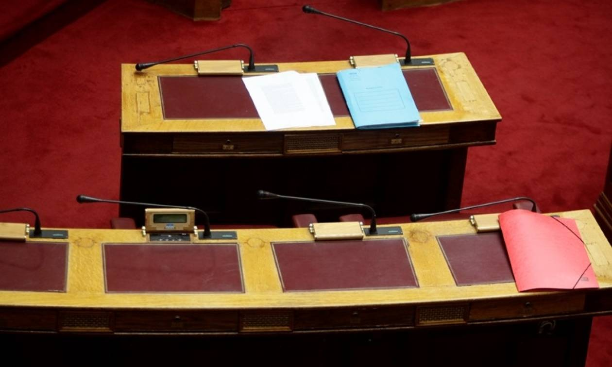 Χαμός στη Βουλή! Σκανδαλώδης τροπολογία ΣΥΡΙΖΑ για απαλλαγή προστίμων από λαθρεμπορία
