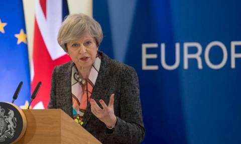 Μέι: Οι 27 της Ευρωπαϊκής Ένωσης ενώνονται εναντίον μας